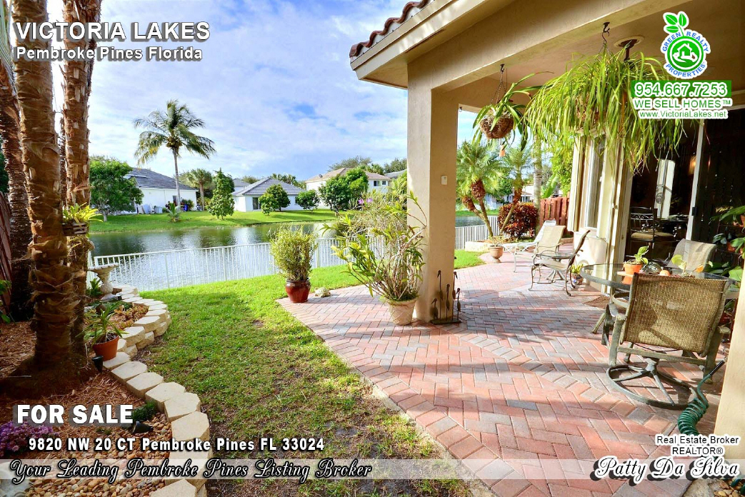 Lakefront Homes For Sale in Victoria Lakes
